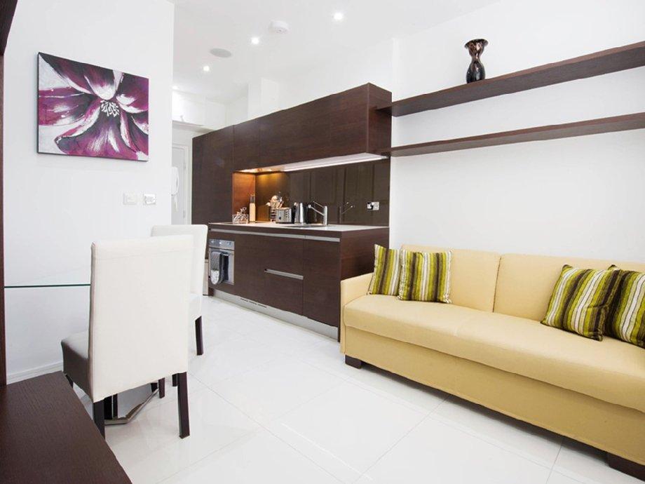 фото квартиры-студии: вид из комнаты